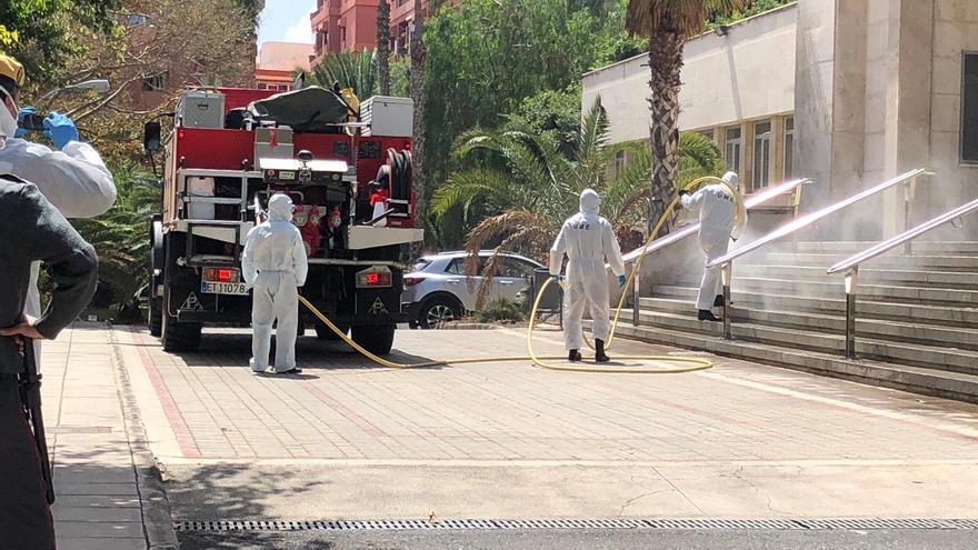 La UME desinfecta la residencia de mayores El Pino.