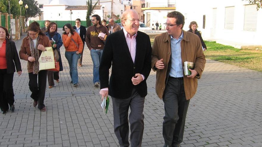 El alcalde de Huelva, Pedro Rodríguez, junto al presidente provincial del PP, Manuel Andrés González / F.C.