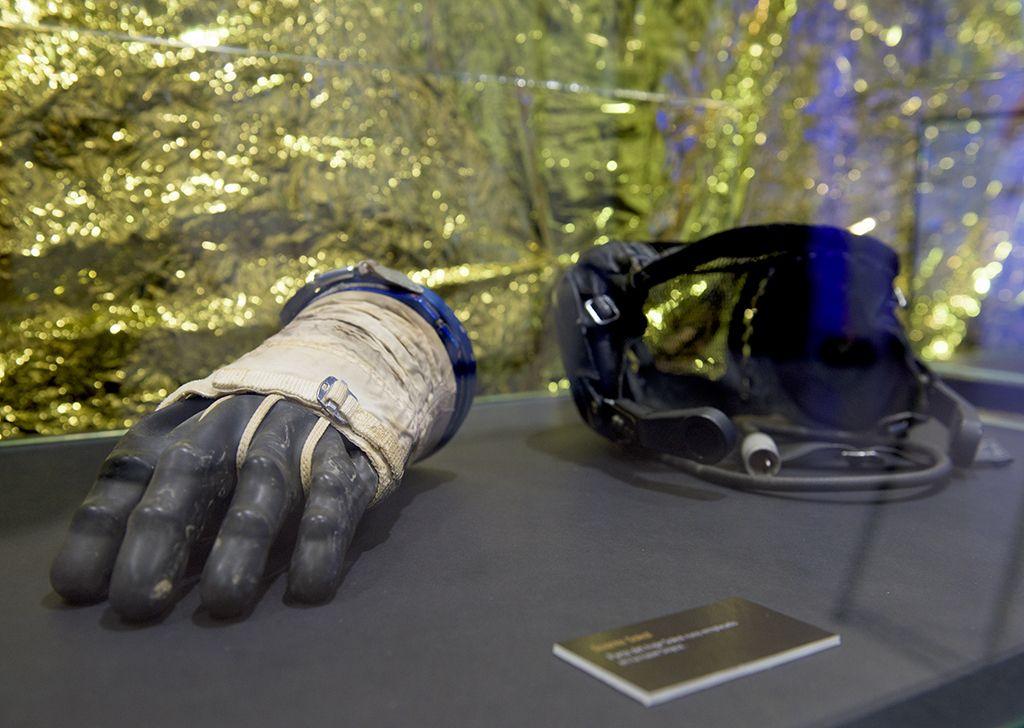 Guante de uno de los astronautas de las misiones Apolo   ESPACIO FUNDACIÓN TELEFÓNICA