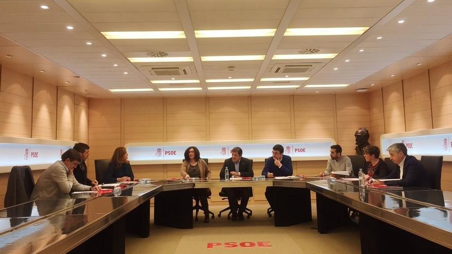 La Gestora del PSOE propone al Comite Federal primarias en mayo y Congreso los días 17 y 18 de junio