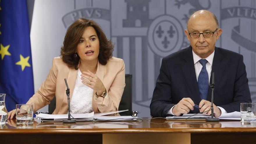 Sáenz de Santamaría descarta pactar cualquier aspecto del referéndum catalán