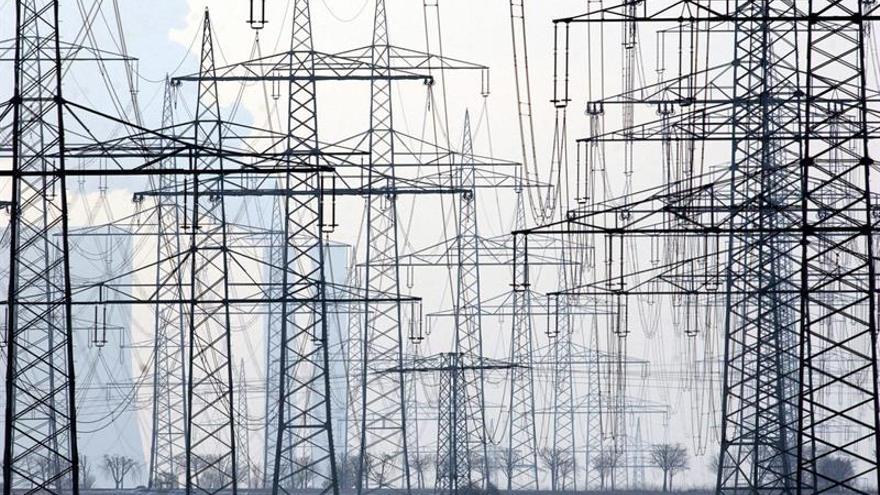 La demanda eléctrica bajó el 1,4 % en junio y el 2,2 % en el semestre