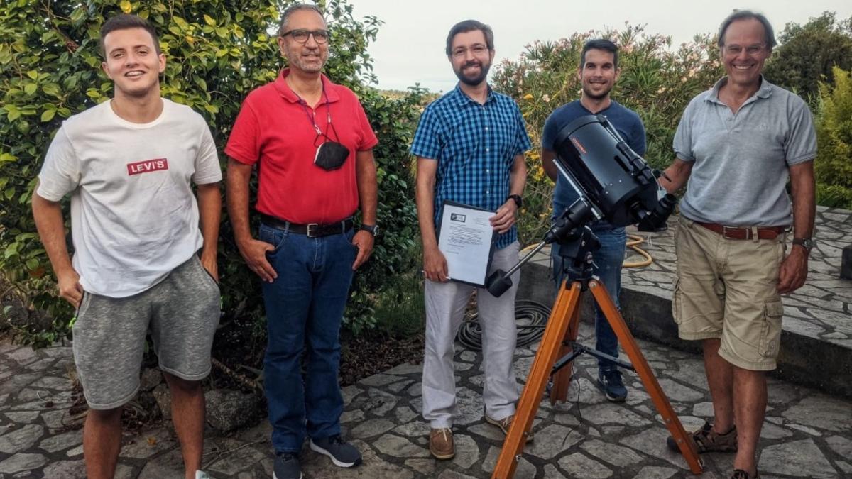 René Rutten (d) junto a miembros de la Asociación Astronómica de La Palma.