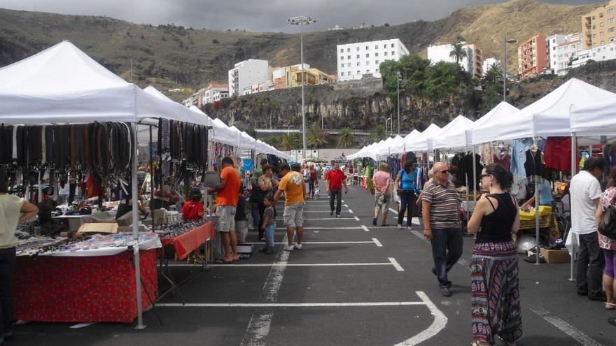 Imagen de archivo del mercadillo del Puerto de Santa Cruz de La Palma. Foto: Ayuntamiento de Santa Cruz de La Palma.