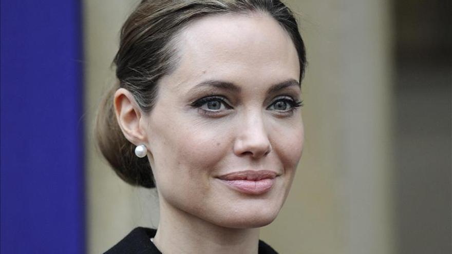 Angeline Jolie, operada de una doble mastectomía para prevenir un cáncer de mama
