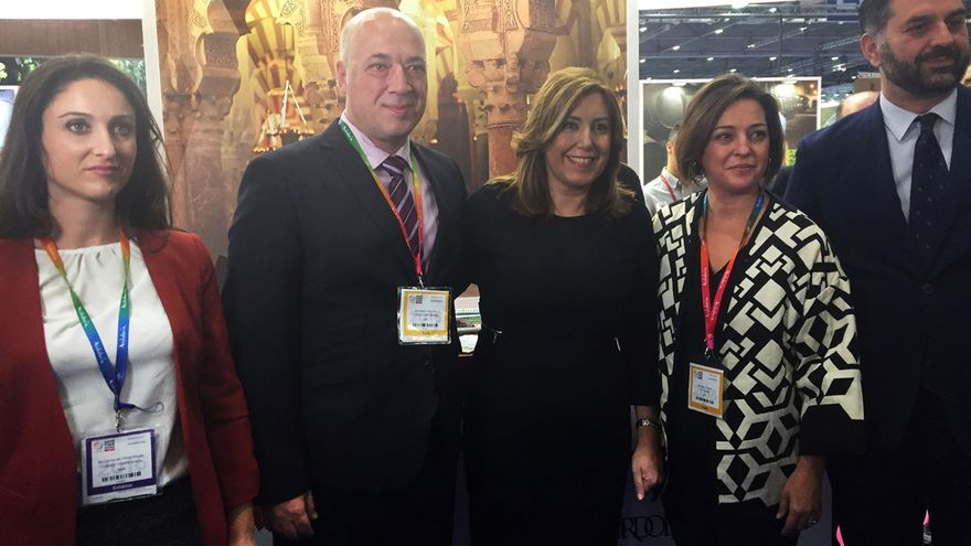 Representantes de la Diputación junto a la presidenta de la Junta de Andalucía, Susana Díaz, y la alcaldesa de Córdoba, Isabel Ambrosio.
