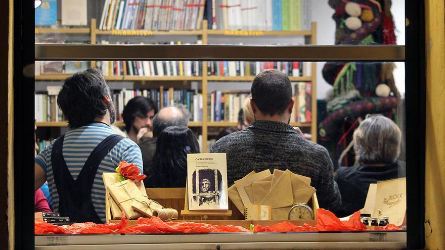 Presentación de 'Cartas presas' en la librería Quilombo, Sevilla. | JUAN MIGUEL BAQUERO