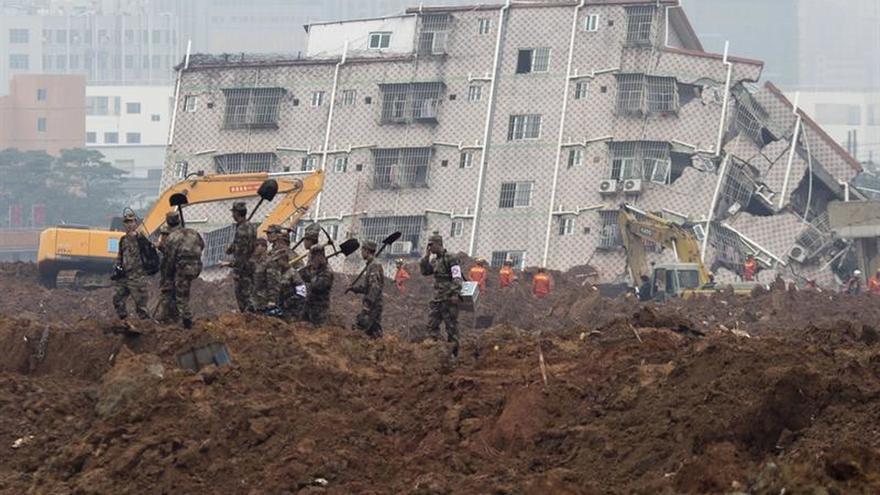 Un corrimiento de tierras en el sureste de China atrapa a 35 personas