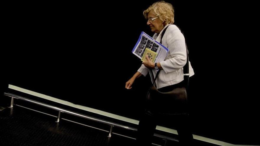 Carmena pide a Aguirre que reflexione porque no es bueno para Madrid que siga