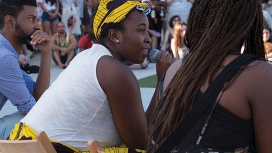 Varias personas participan en el Festival Afroconciencia, en Madrid.