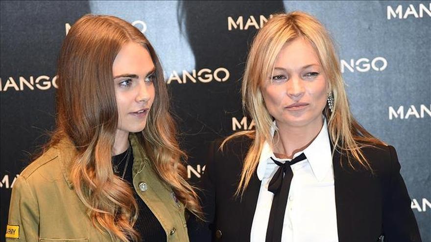 Clara Delevingne y Kate Moss desatan la locura de sus fans en Milán
