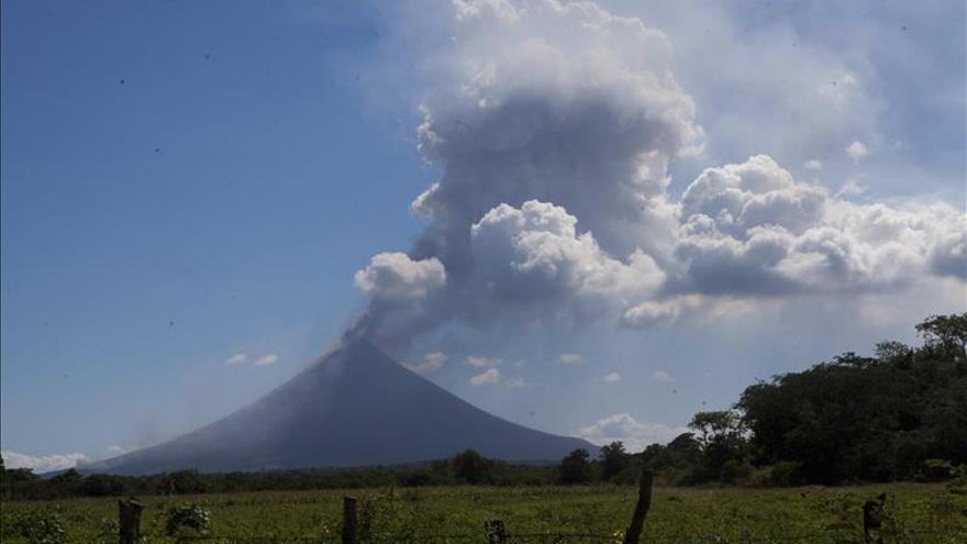 El volcán Momotombo de Nicaragua registra una nueva erupción