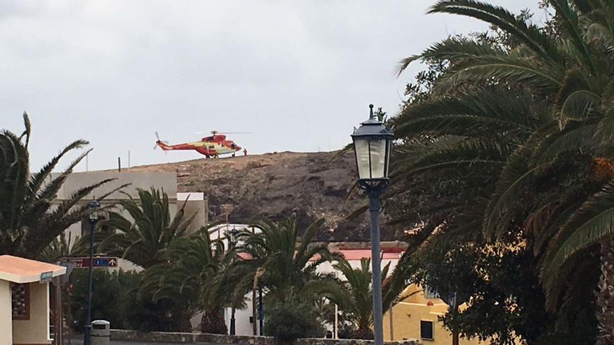 El Helicóptero del GES rescata a los senderistas en Fuerteventura (@112canarias)
