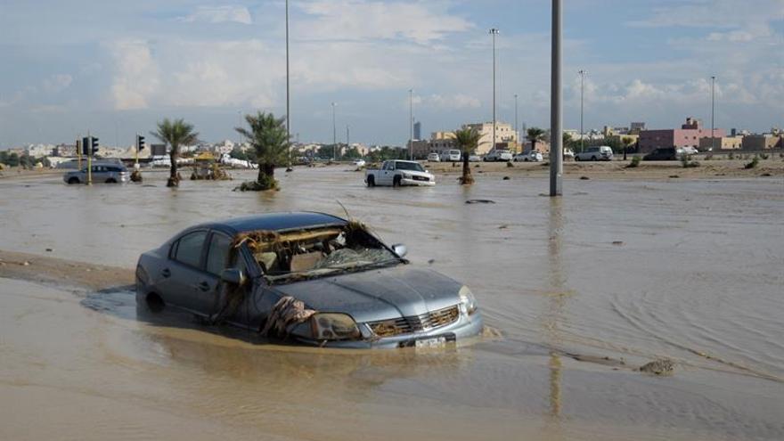 Kuwait anuncia un muerto por lluvias torrenciales tras dimisión de ministro