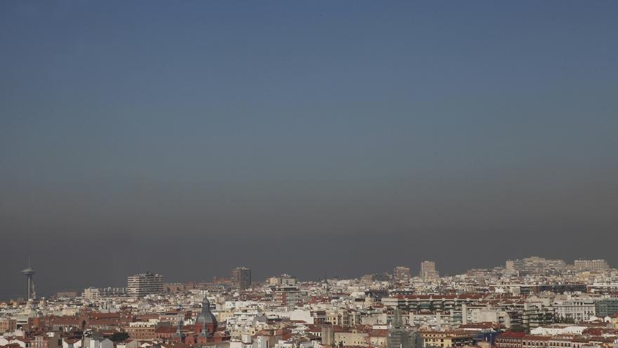 """El Ayuntamiento de Madrid aumentará las restricciones de tráfico el lunes si la contaminación sigue """"igual de mal"""""""