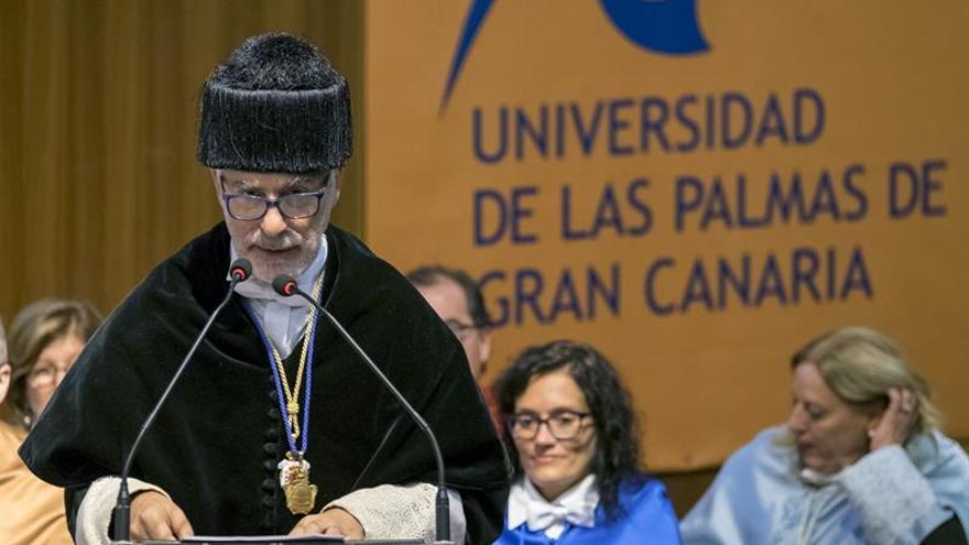 l rector de la Universidad de Las Palmas de Gran Canaria (ULPGC), José Regidor, durante su intervención en el acto institucional de apertura del curso 2016-2017.
