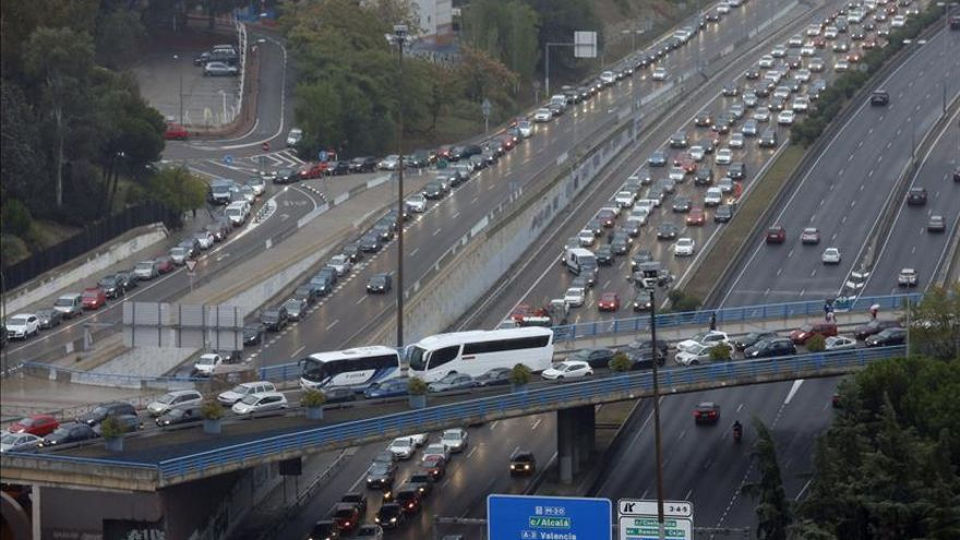 Atasco de tráfico en la ciudad de Madrid.