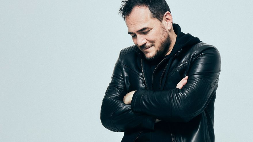 El cantautor Ismael Serrano en la contraportada del álbum 'Seremos'