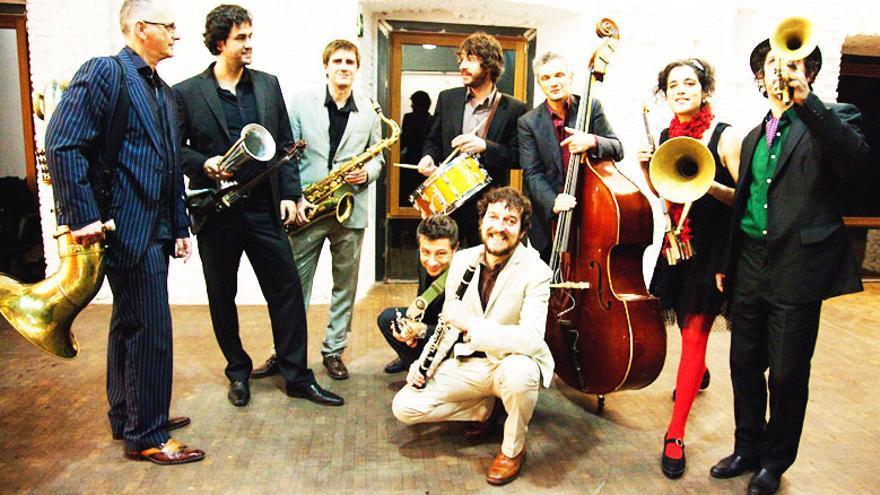 Mastretta y su banda celebran el Día de los Museos en el Reina Sofía.