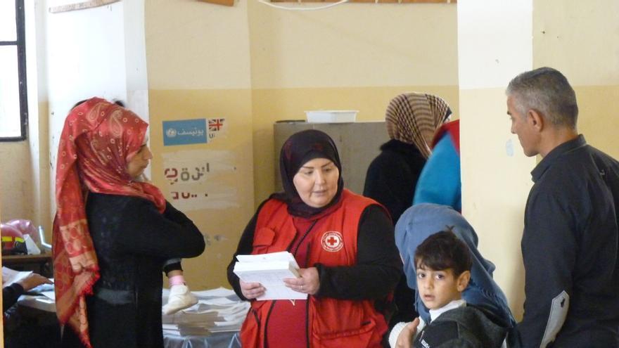 Enfermera de una unidad móvil de Cruz Roja en el Líbano.