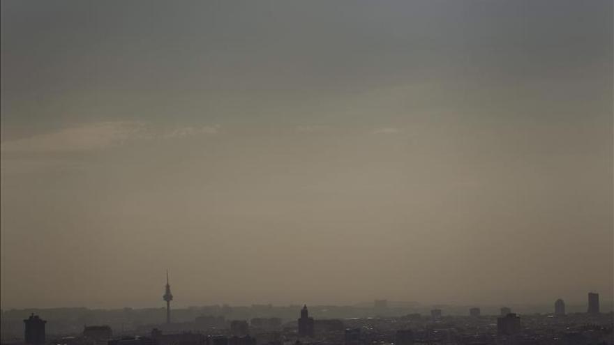 Vista de Madrid cubierta de la 'boina' de polución.