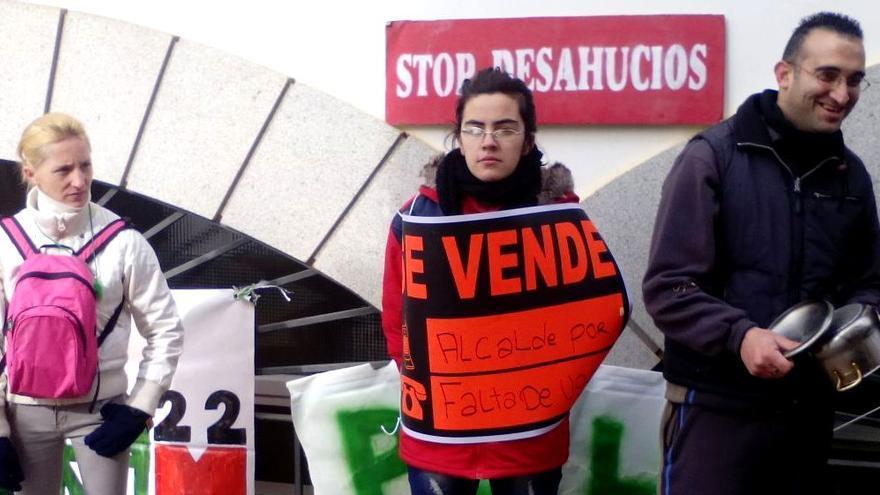 Los habitantes de la Corrala han iniciado concentraciones en la calle para pedir una soción 'social' a su problema