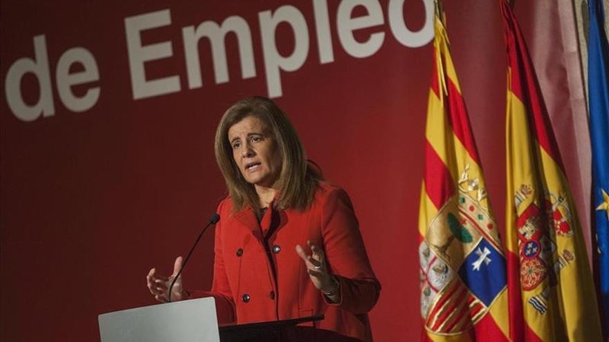 """Fátima Báñez dice que """"España y Cataluña, juntas, mantenemos mejor el barco a flote"""""""