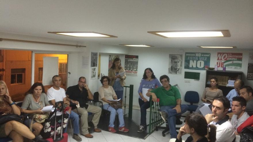 Imagen de los asistentes a la primera reunión para un posible Ganemos Marbella /Foto: Marbellaconfidencial