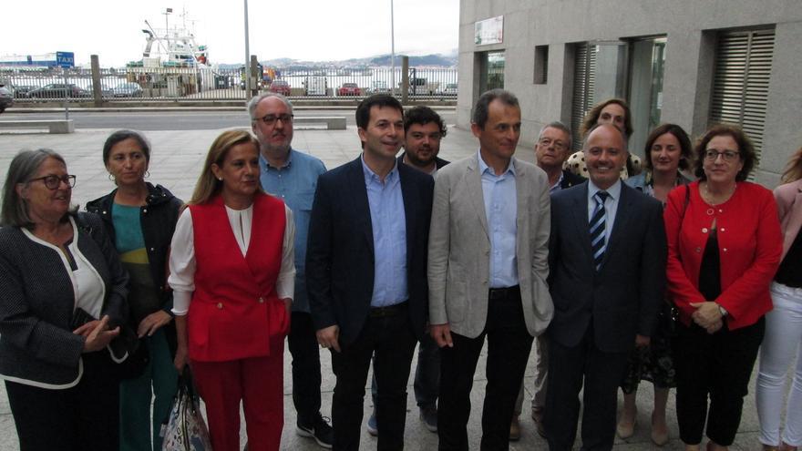 Pedro Duque, con Gonzalo Caballero y otros cargos del PSdeG durante su visita a Vigo