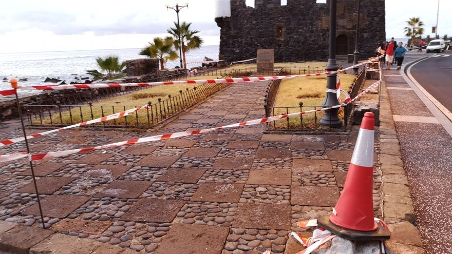 Zona cercana al castillo de Garachico, con los destrozos aún visibles