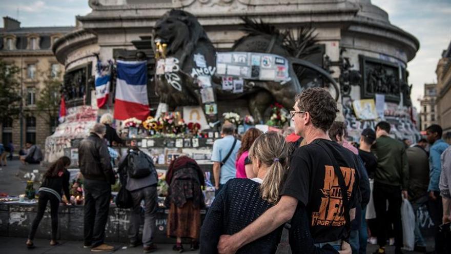 La prensa francesa mantiene su luto por el atentado de Niza