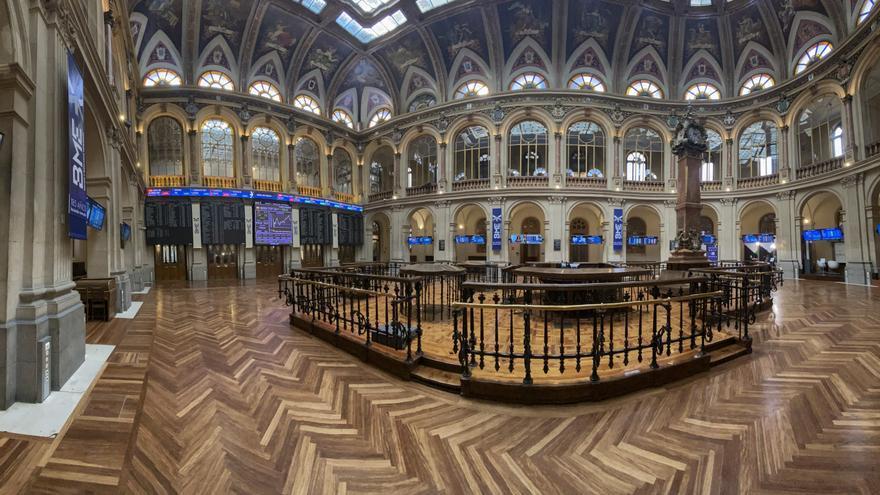 Visión general del interior del Palacio de la Bolsa de Madrid (España).