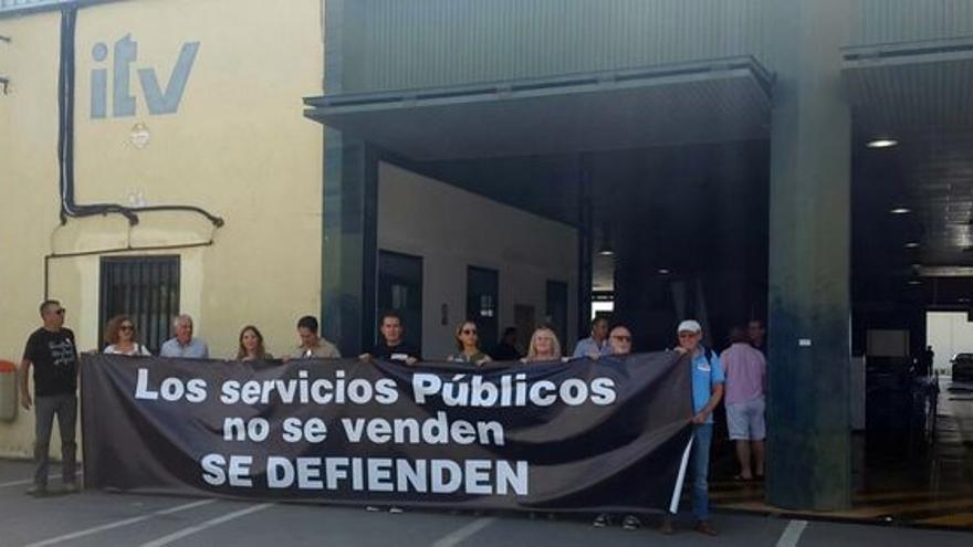 Manifestación a favor de la ITV pública
