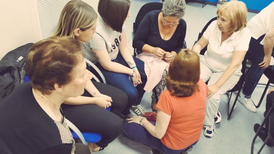 Nuevas Generaciones de Fuenlabrada en un taller de costura