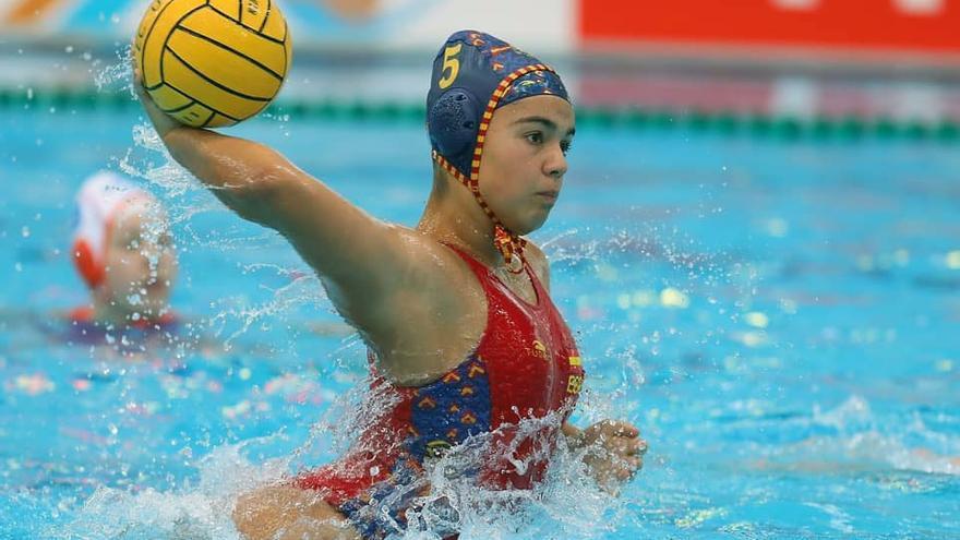 Elena Domínguez, compìtiendo con el equipo nacional cadete femenino