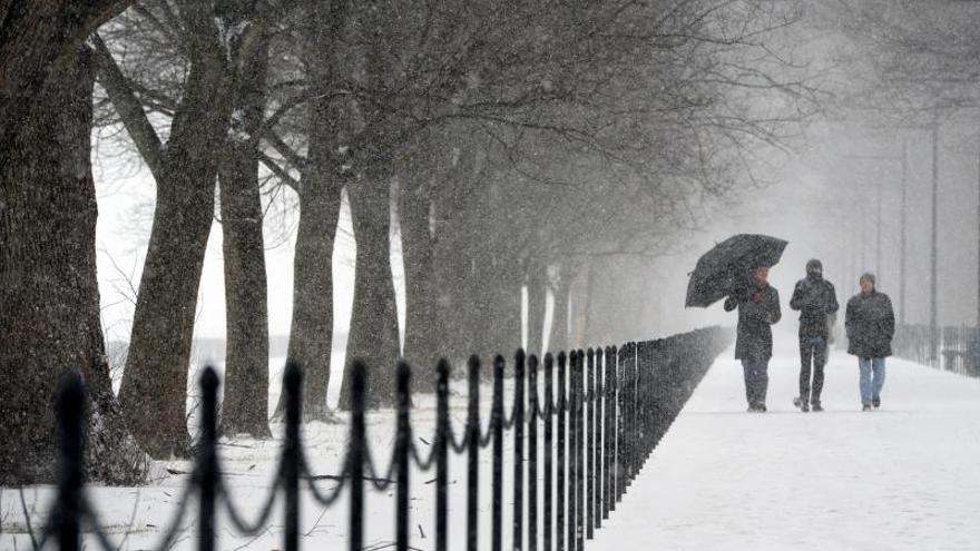 Tras la nieve, el frío cierra escuelas y oficinas en EE.UU.