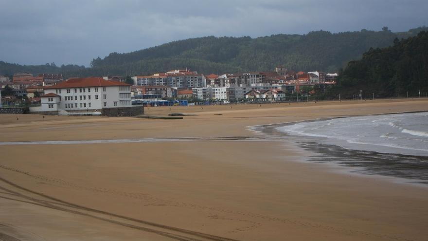 Prohibido el baño en Bakio y Barinatxe y permitido, con precaución, en otras nueve playas de Bizkaia