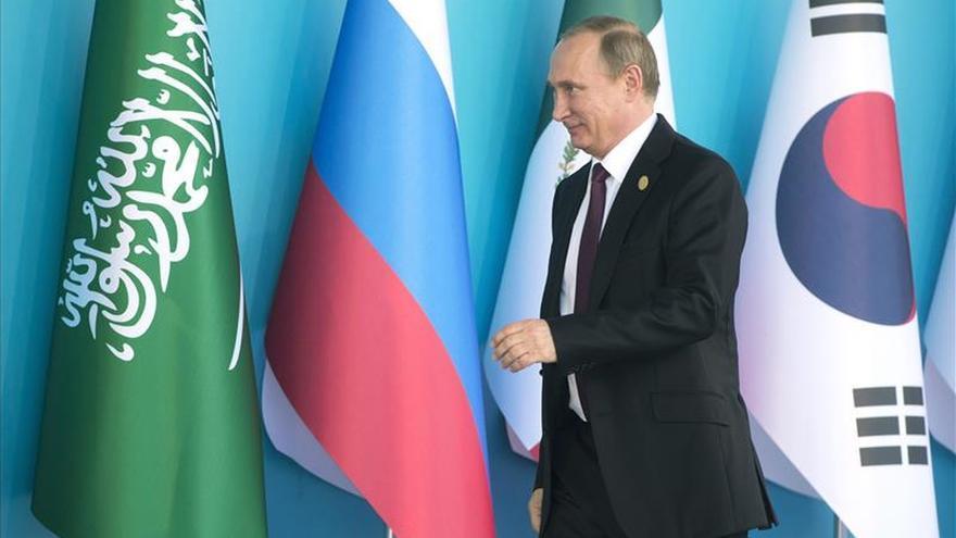 Obama y Putin se saludan e intercambian unas palabras al inicio del G20
