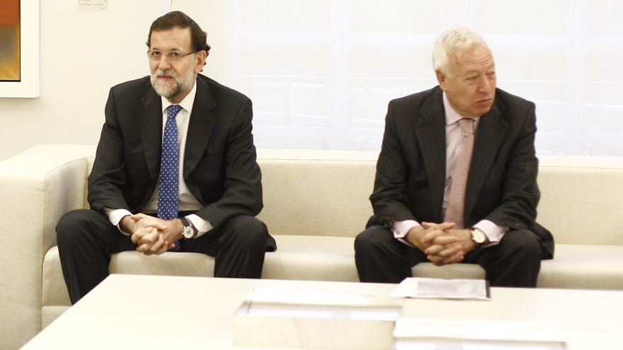 Casado y Pastor presentan el libro de Margallo, que relata sus desencuentros con Santamaría y distanciamiento de Rajoy