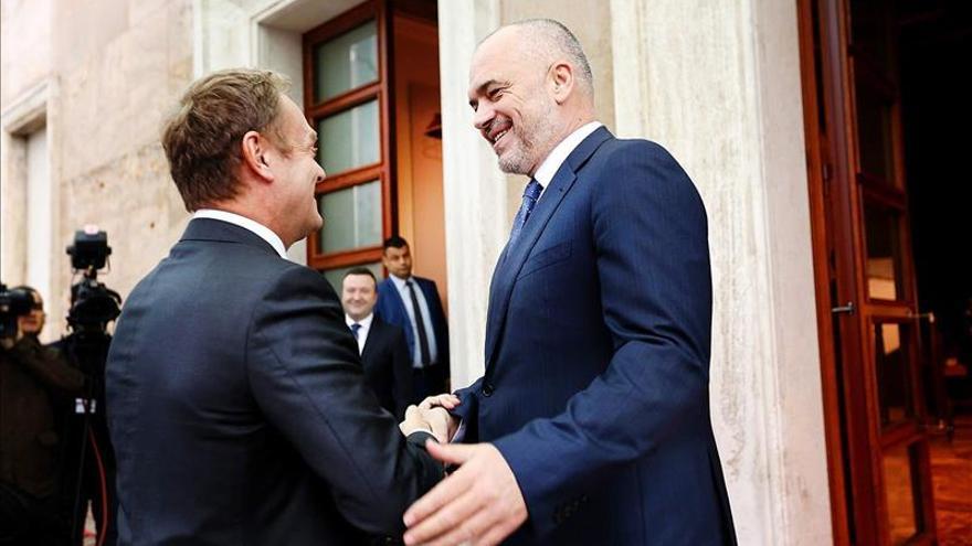 Tusk insta a Albania a aplicar la reforma judicial para avanzar en su adhesión a la UE