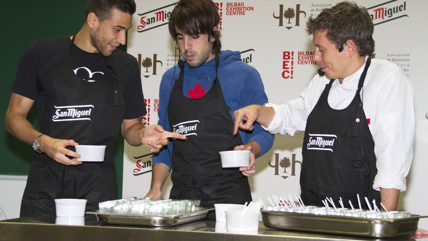 El BEC abre la III Feria del Pintxo, con una demostración de los jugadores del Athletic Borja Ekiza y Beñat Etxebarria