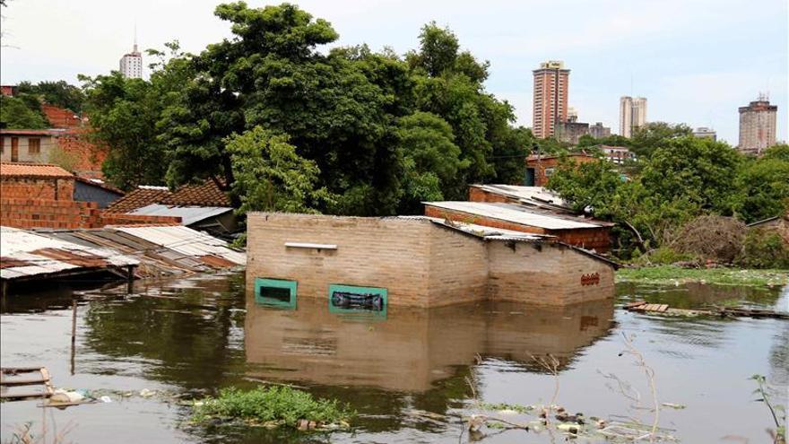 El Gobierno dispone la evacuación de una ciudad paraguaya, pero los vecinos se resisten