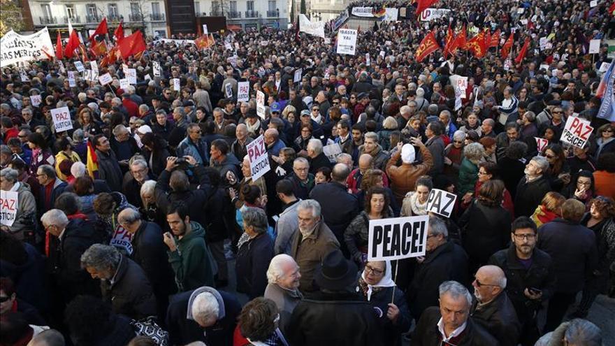 """Centenares de personas rechazan en Madrid una intervención española en Siria"""""""