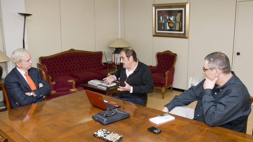 Álvaro Marchesi, Rafael Reig y Manuel Fernández-Cuesta durante la entrevista.