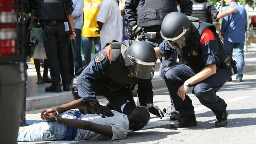 El mantero muerto en Salou cayó sin ser tocado por los Mossos, según la Generalitat