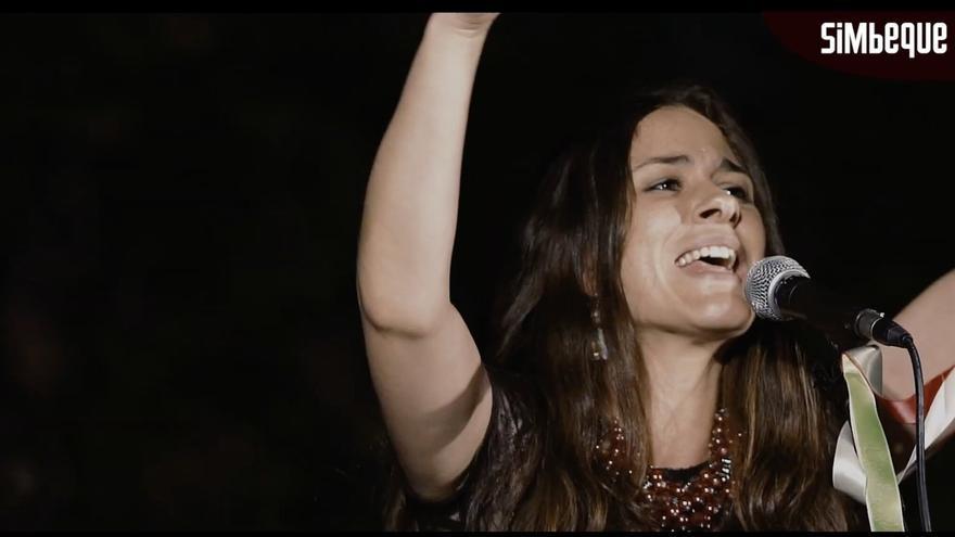 Una de las artistas de Simbeque project durante una actuación.