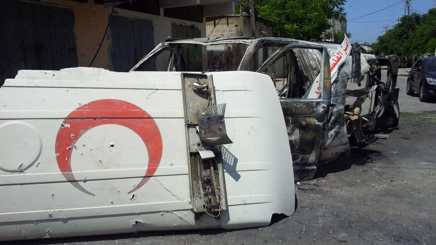 Ambulancia bombardeada por el ejército israelí durante Margen Protector en 2014. | FOTO: Isabel Pérez.