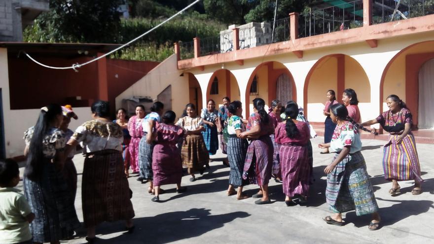 Dinámica grupal durante el taller sobre participación política de las mujeres en Olintepeque/ J.F.