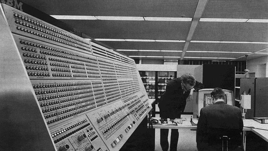 IBM S/360 instalado en la NASA. Imagen: NASA
