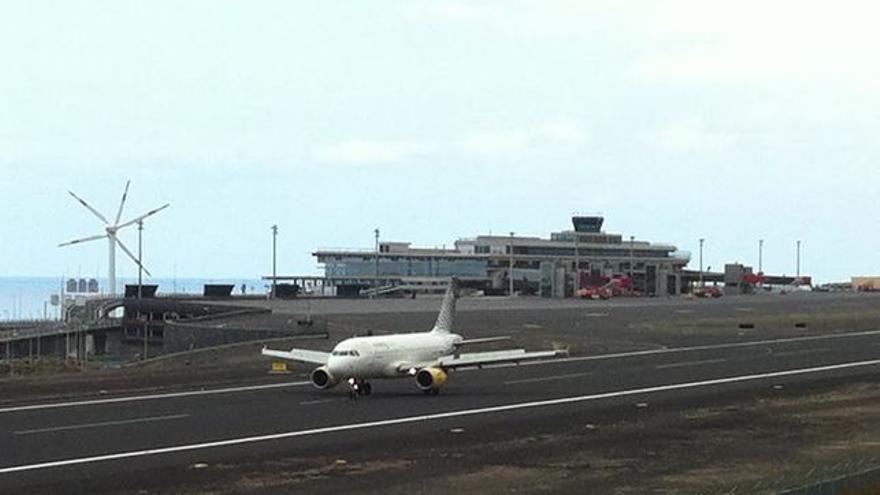Avión de Vueling en el Aeropuerto de Mazo.